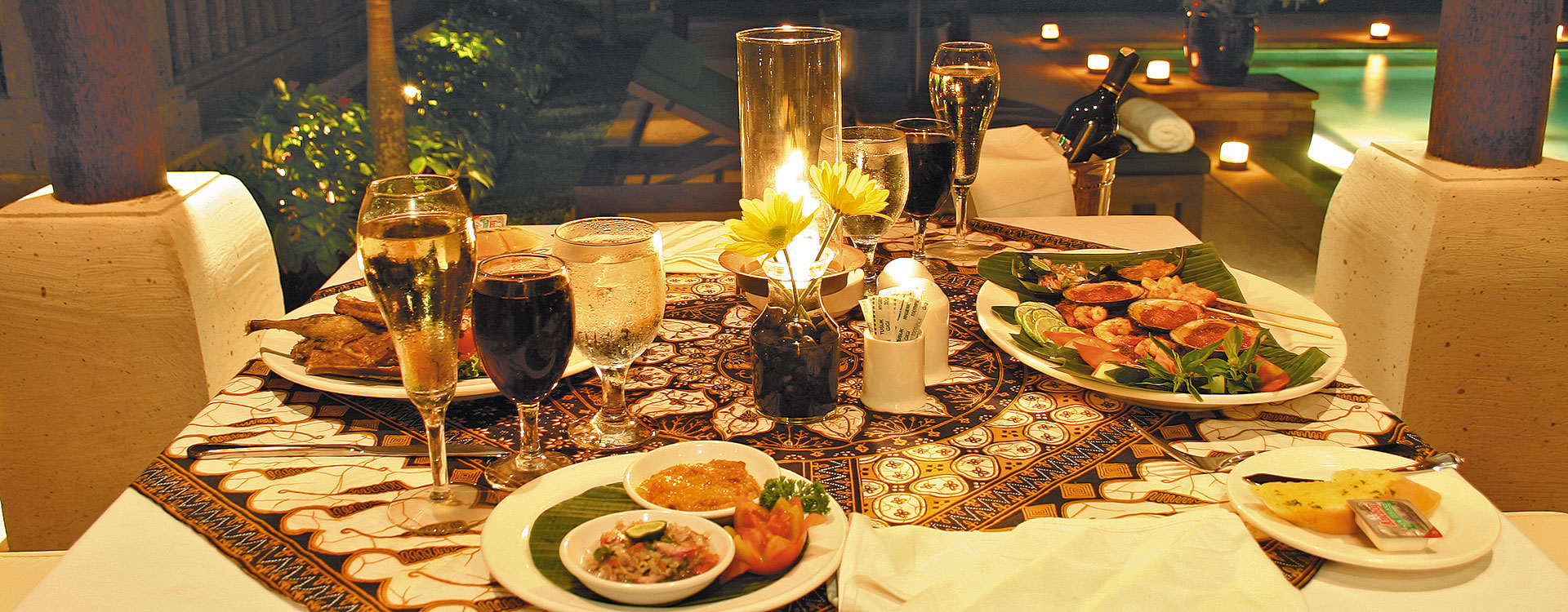Bebek tepi sawah restaurant and villas romantic dinner for Romantic dinner